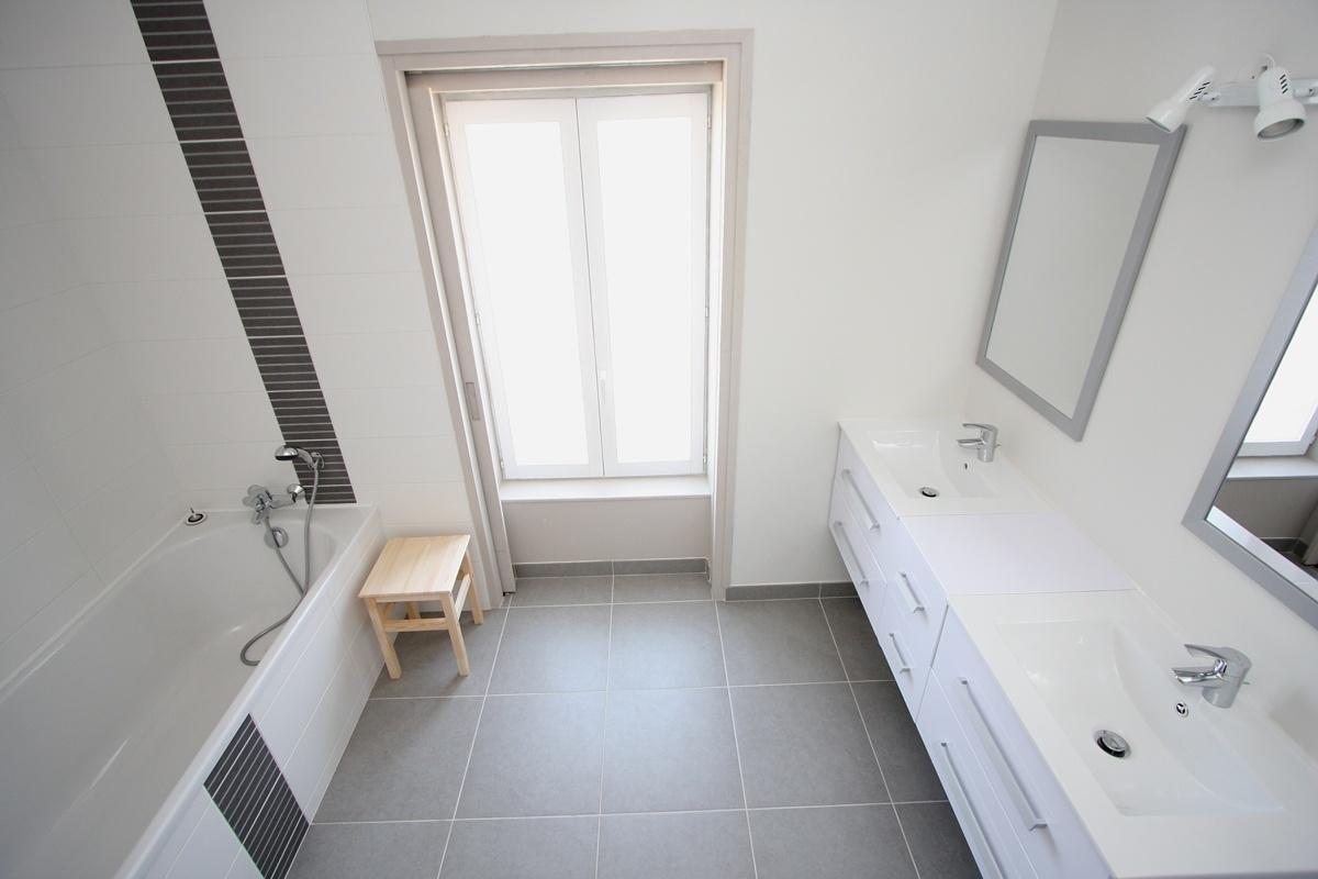 Gite handicap vend e - Chauffer une salle de bain avec un seche serviette ...